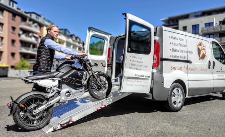 Lieferung per Zweiradspedition